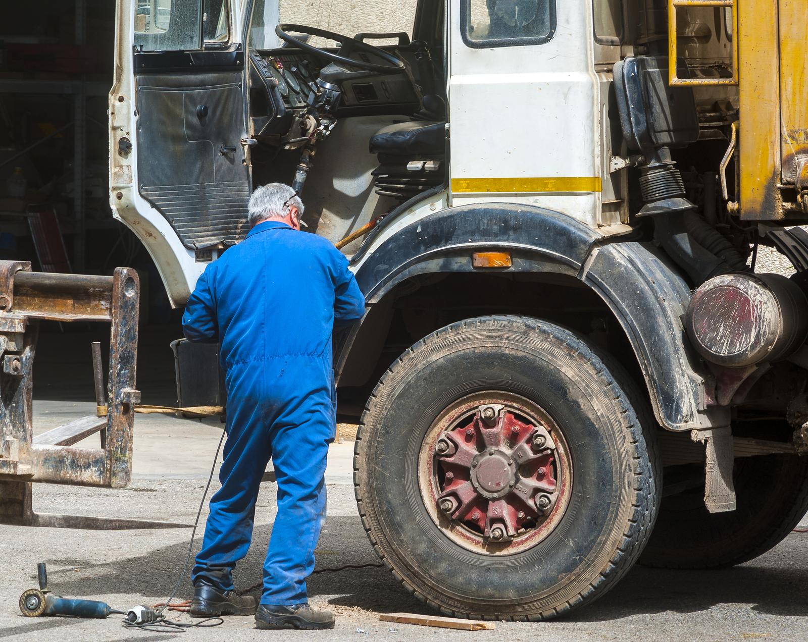 Intretinere camioane
