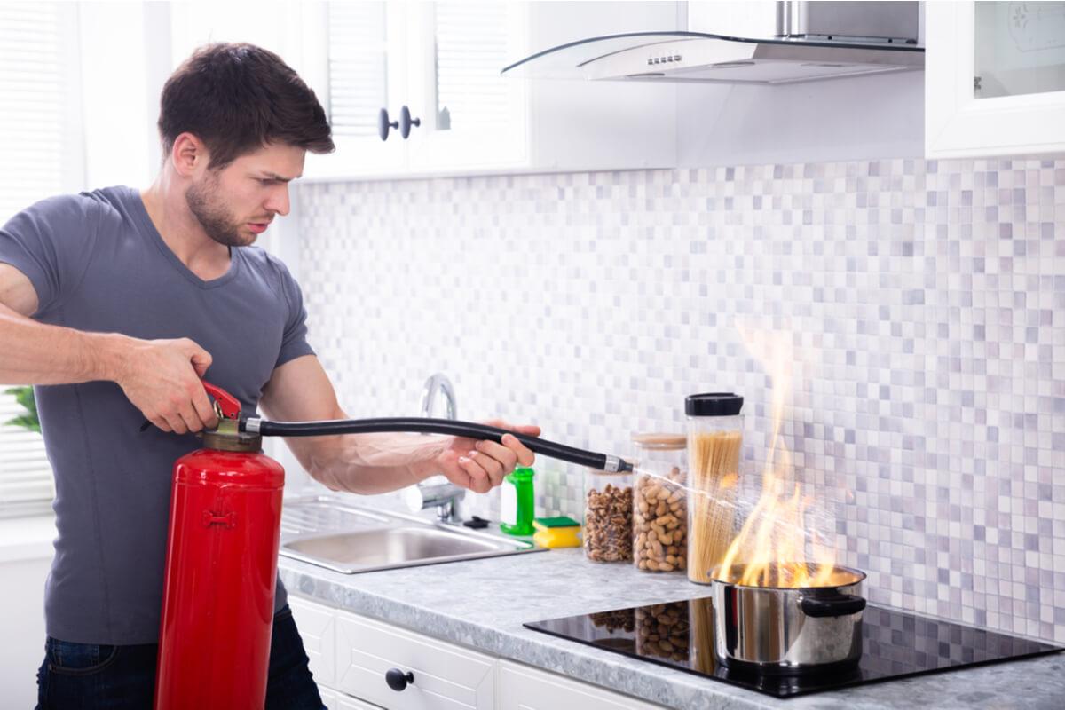 Știm că ești vinovat! 4 GREȘELI pe care le faci în bucătărie fără să știi
