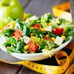 Ce să mănânci când ești la dietă! Ce alimente nu trebuie să îți lipsească din frigider și cum le pregătești