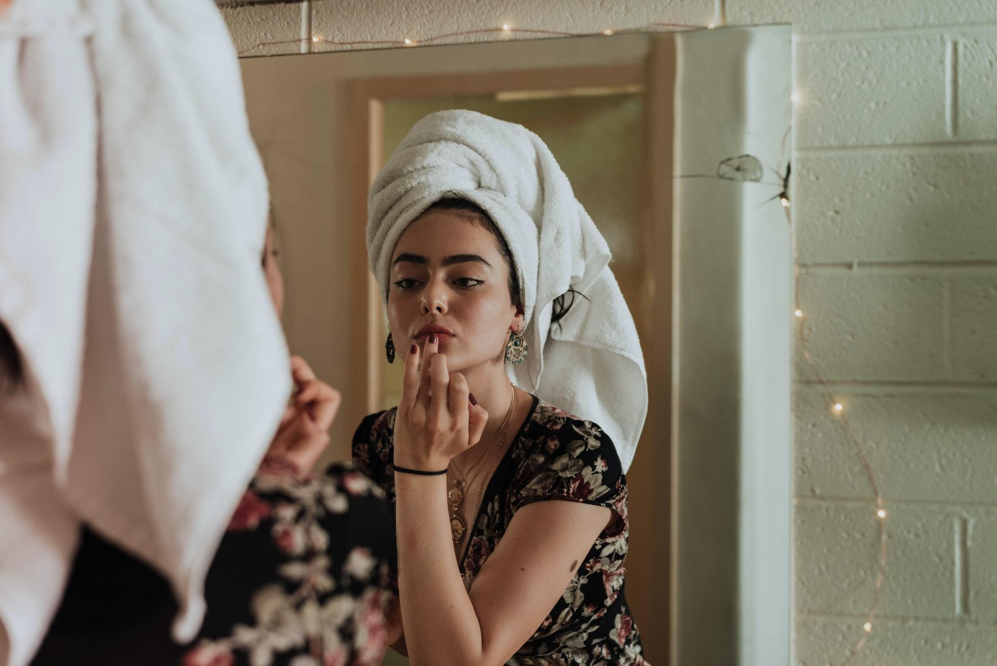 Pe fond pandemic, skincare devine self-care – despre cât de important e să fii bine cu tine prin îngrijirea pielii